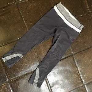 Lululemon, Cropped Grey Capris, 2